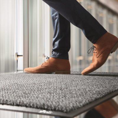 Confiez le lavage industriel de vos tapis/sols à Elis